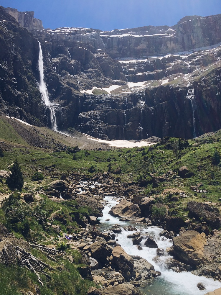 Au pied de la cascade de Gavarnie
