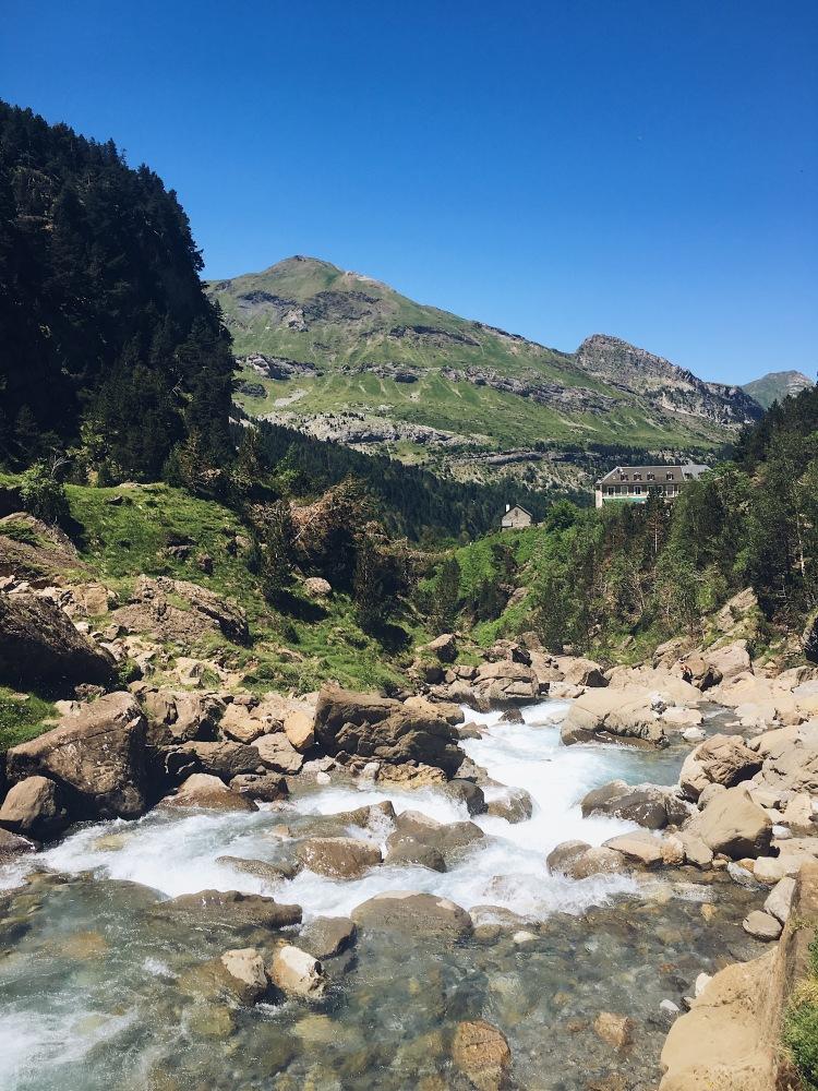 Où la cascade de Gavarnie s'écoule