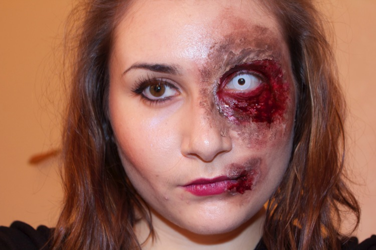 Maquillage halloween oeil brulé rainbow&runlight