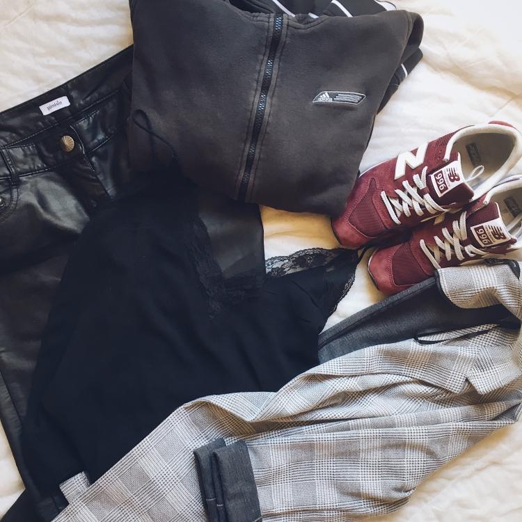 cuir-prince de galle-dentelle-sneakers bordeaux